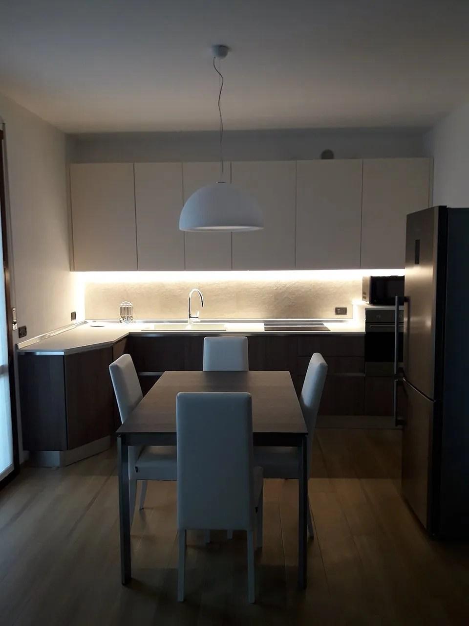 Illuminare la cucina con strisce led e faretti  Architempore