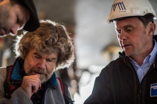 MMM-Corones_Messner-in-cantiere