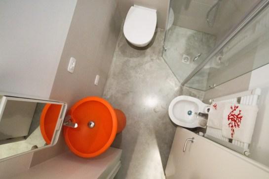 Un vero gioco di incastri, come un Tetris, il bagno è presto formato.