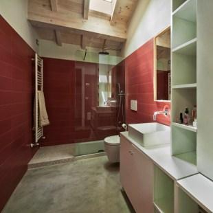 Il cemento si finge rivestimento....così anche il bagno mantiene il suo aspetto industriale!