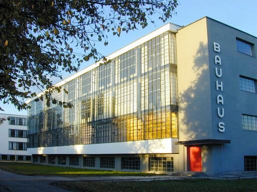 01_WalterGropius_EdificioBauhaus_Dessau_1925