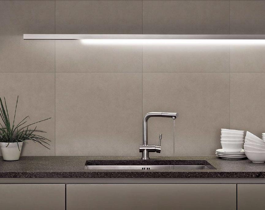 Il paraschizzi o schienale della cucina  Architetto