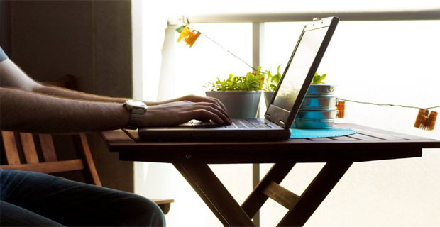 Lavoro al computer i principi per il benessere lavorativo