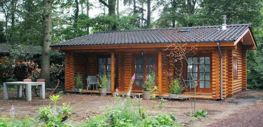 Una piccola casa di campagna di tronchi secchi 61m2 Van