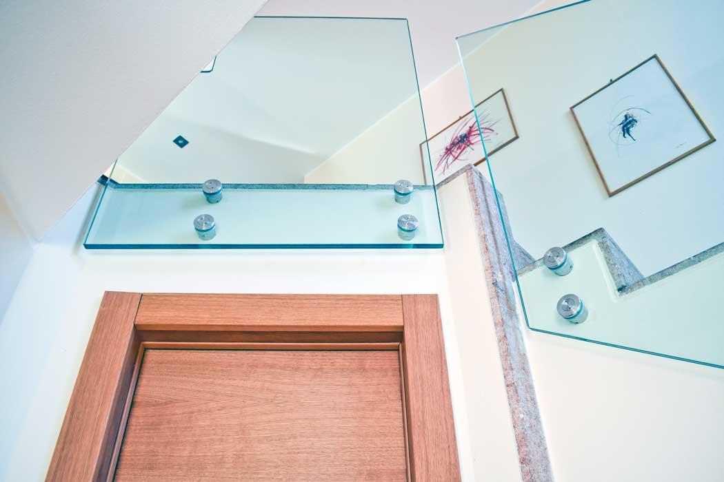 Parapetti per scale a fissaggio puntuale archivetro - Parapetti in vetro per scale ...
