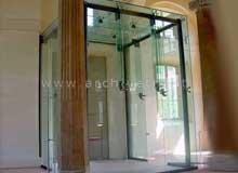 Bussole di ingresso in vetro e ascensori
