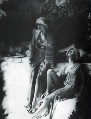 1974 HARPER'S BAZAAR & QUEEN La rete