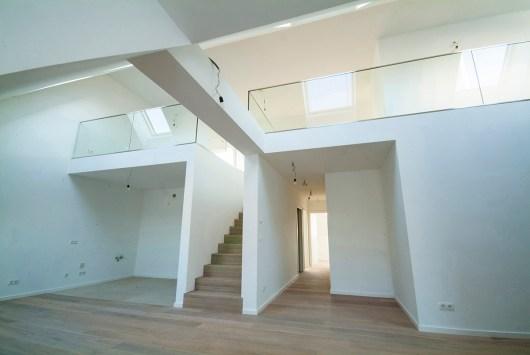 links Küche, rechts Gang zu den Schlafzimmern