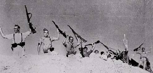 Milicianos festejando.