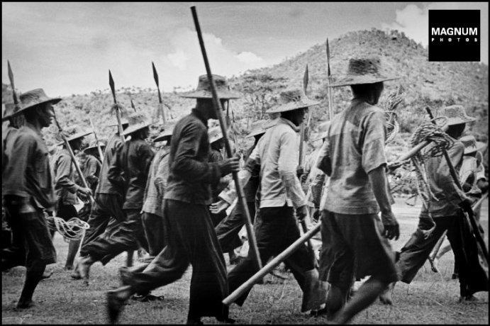 Muchas veces las milicias consistían en campesinos con lanzas y espadas