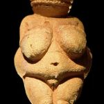 270px-Venus_of_Willendorf_frontview_retouched_2