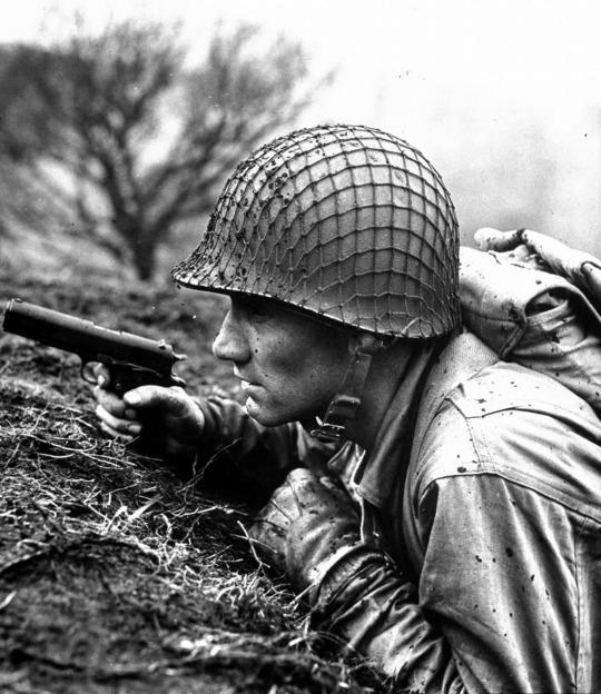 soldado americano con colt 45