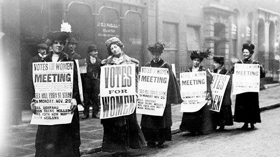 Sufragistas Inglesas en una manifestación por el sufragio femenino.