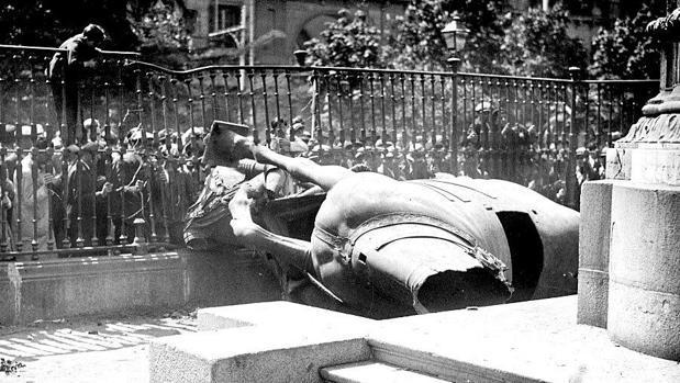 estatua felipe III destruida republica