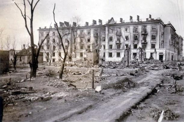 Viviendas de Minsk destruidas durante la guerra.