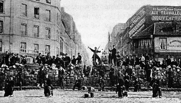 Barricada 18 de marzo de 1871. Hachette Biblio College
