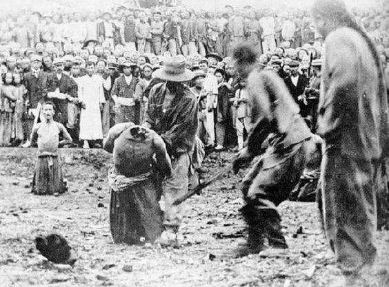 Decapitación de un civil chino por parte de un miembro del Ejército Imperial japonés en Nankín (1937). Desconocido | Prisionero de Guerra