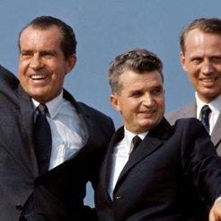 Ceaușescu junto a Richard Nixon durante la visita del presidente norteamericano a Rumanía (2 de agosto de 1969) Fotografía de Paul Slade para el Paris Match