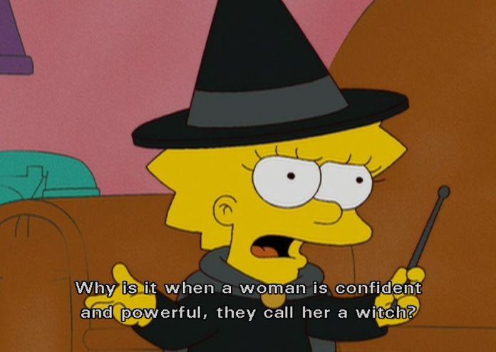 Lisa Simpsons aparece en este fotograma de la casa árbol del terror dedicada a Charlie Brown. Va vestida con la indumentaria típica de las brujas pero cuando es señalada por ello por Millhouse dice: ¿Por qué cuando una mujer tiene confianza y es poderosa, la llaman bruja?