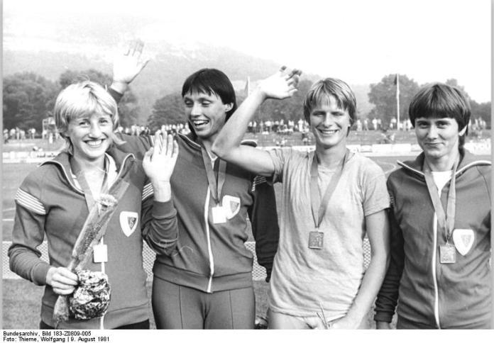 Ines Geipel (izquierda) con el equipo ganador del 4x100 en el Campeonato Nacional de la DDR de 1981 (Dopaje)