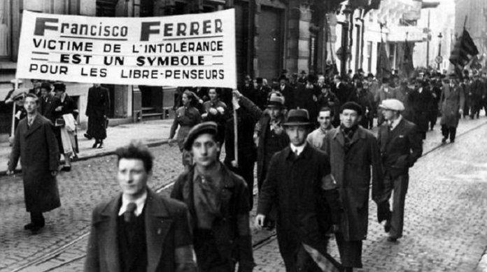 Protesta llevada a cabo en París por el caso de Francisco Ferrer Guardia. Las protestas intentaron salvar la vida del fundador de la Escuela Moderna sin éxito. Tuvieron lugar en varias grandes ciudades de Europa y América, si bien tuvieron especial fuerza en Francia.