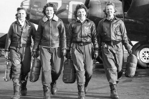 588.º Regimiento de Bombardeo Nocturno, compuesto por mujeres y conocidas como Brujas de la Noche