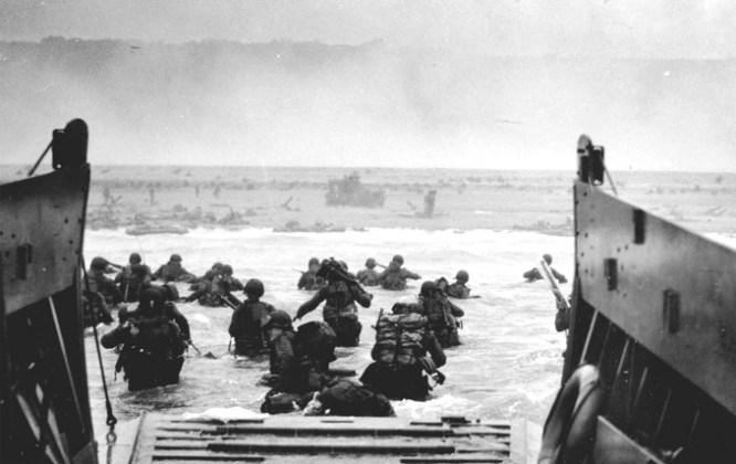 Asalto a la playa Omaha durante el Día D, 6 de junio de 1944. Robert Capa