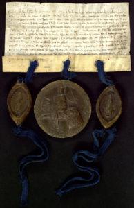 sello de Alfonso X (centro) lleva el de los arzobispos de Toledo (izquierda) y Sevilla (derecha)