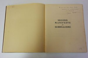 Ejemplar del libro Second Manifeste du Surréalisme dedicado a Salvador Dalí por André Breton.