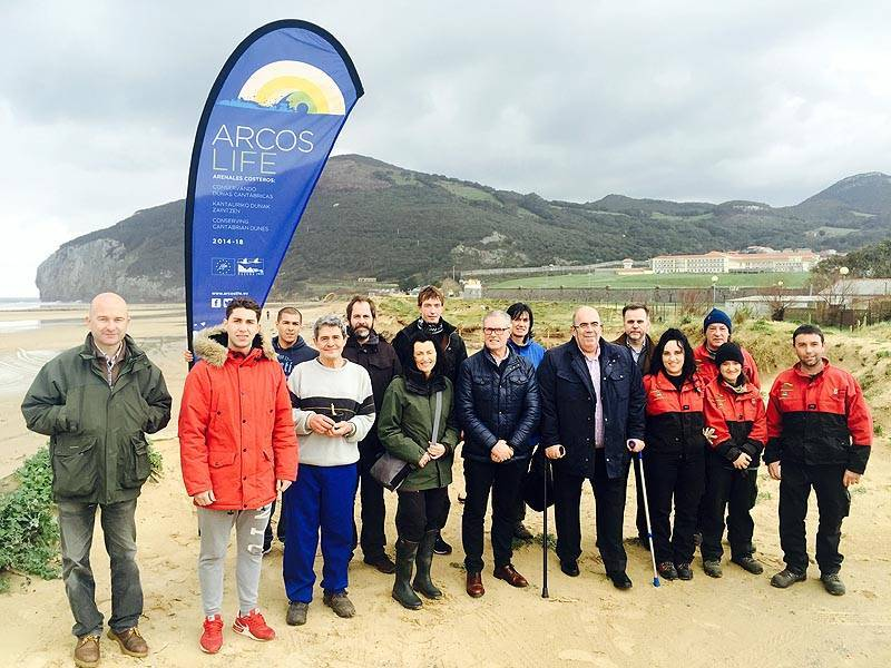 Oria visits Berria (Santoña, Cantabria) to be informed about the progress of the restoration activities developed on this site
