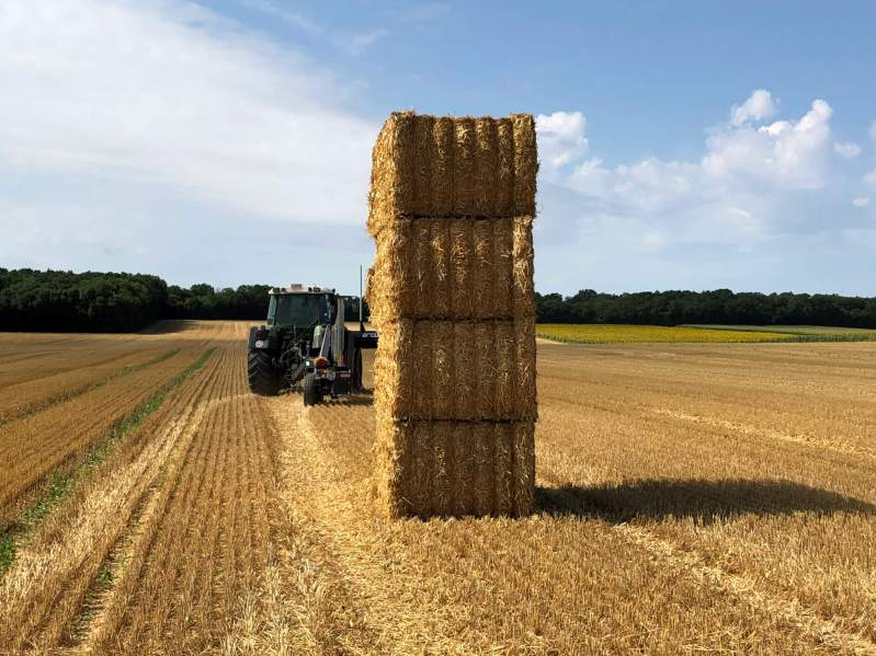 ARCUSIN-FORSTACK-BALE-CHASER-ACCUMULATOR-FRANCE-GERMANY-PACAS-FORRAJE-1