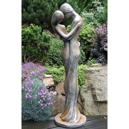 SteinSkulptur Liebespaar modern RostEffekt  Ardeonde