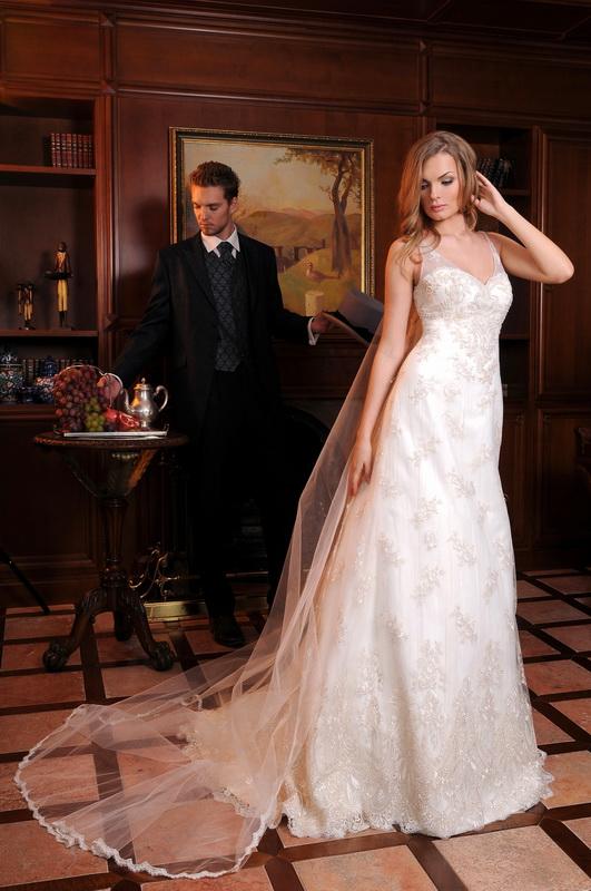Жанровая постановочная свадебная фотография в доме у невесты