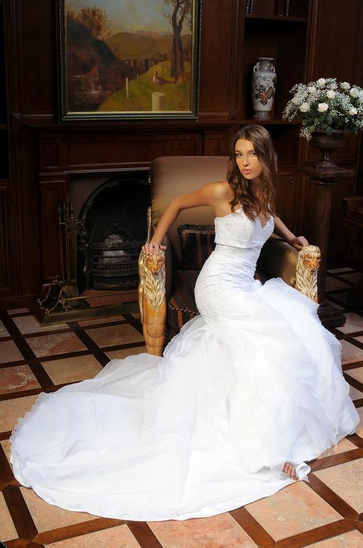 Постановочный свадебный портрет. В доме у невесты