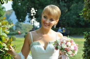 Свадебная фотография. Портрет невесты. В Ботаническом саду. Автор свадебный фотограф Сергей Рыжков