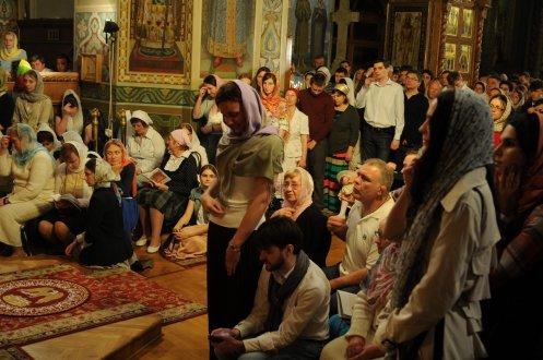 Фоторепортаж из Свято-Троицкого Ионинского монастыря о праздновании Светлого праздника Пасхи 353