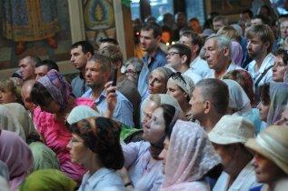 Святая Троица. Фотографии праздничного богослужения из Свято-Троицкого Ионинского монастыря.2013 год. 174