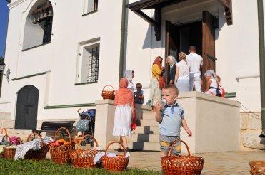 300 фото с храмового праздника Преображение Господне Спасо-Преображенского скита Ионинского монастыря 136