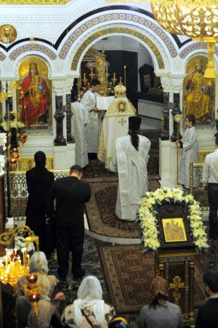 Несколько фотографий с Рождественской службы из Свято-Троицкого Китаевского мужского монастыря. 9