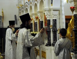 Несколько фотографий с Рождественской службы из Свято-Троицкого Китаевского мужского монастыря. 19