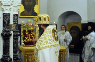 Несколько фотографий с Рождественской службы из Свято-Троицкого Китаевского мужского монастыря. 33