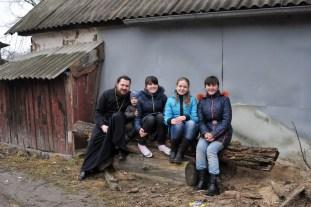 Протоиерей Александр Журавлев, настоятель храма св. Георгия с детьми с.Заворичи