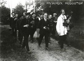 Знаменитый фотограф. «Была коптилка да свеча — теперь лампа Ильича». 95 лет назад. 22