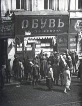 Знаменитый фотограф. «Была коптилка да свеча — теперь лампа Ильича». 95 лет назад. 29