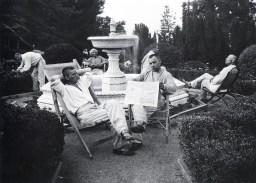 Знаменитый фотограф. «Была коптилка да свеча — теперь лампа Ильича». 95 лет назад. 36