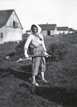 Знаменитый фотограф. «Была коптилка да свеча — теперь лампа Ильича». 95 лет назад. 52