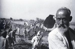 Знаменитый фотограф. «Была коптилка да свеча — теперь лампа Ильича». 95 лет назад. 77