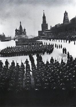 Знаменитый фотограф. «Была коптилка да свеча — теперь лампа Ильича». 95 лет назад. 86