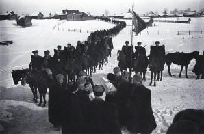 Знаменитый фотограф. «Была коптилка да свеча — теперь лампа Ильича». 95 лет назад. 88
