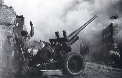 Знаменитый фотограф. «Была коптилка да свеча — теперь лампа Ильича». 95 лет назад. 96